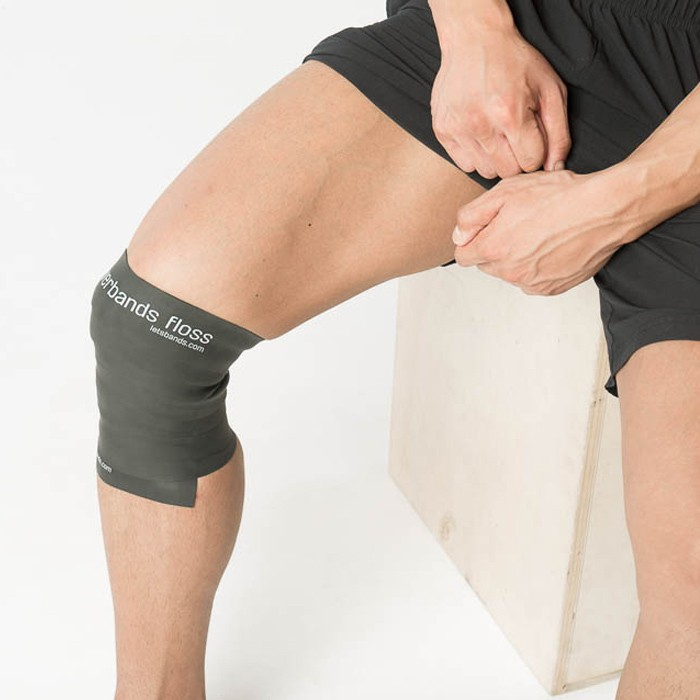 Flossing am Knie (Bild: letsbands.com)